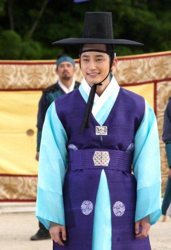 710081488fcb0676a5f28f4b1225fb9d-korean-traditional-traditional-clothes